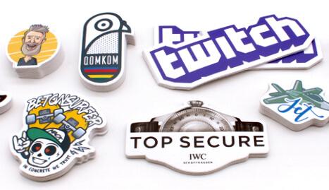 Bestel stickers monsters van StickerYeti. Monsterpakket met opstrijksysteem, muurstickers, vloerstickers en vinylstickers